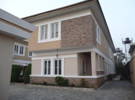 Luxury 5 bedroom semi-detached house with 2 room service quarters