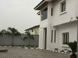 5 bedroom detached house with a room bq with a gate house and generator house for sale in Lekki Phase 1